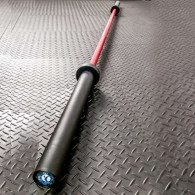 Rød cerakote behandlet vægtstang med godt greb og modstand mod rust
