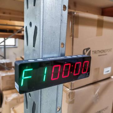 Magnetisk ur der kan hænge på stativet mens man træner